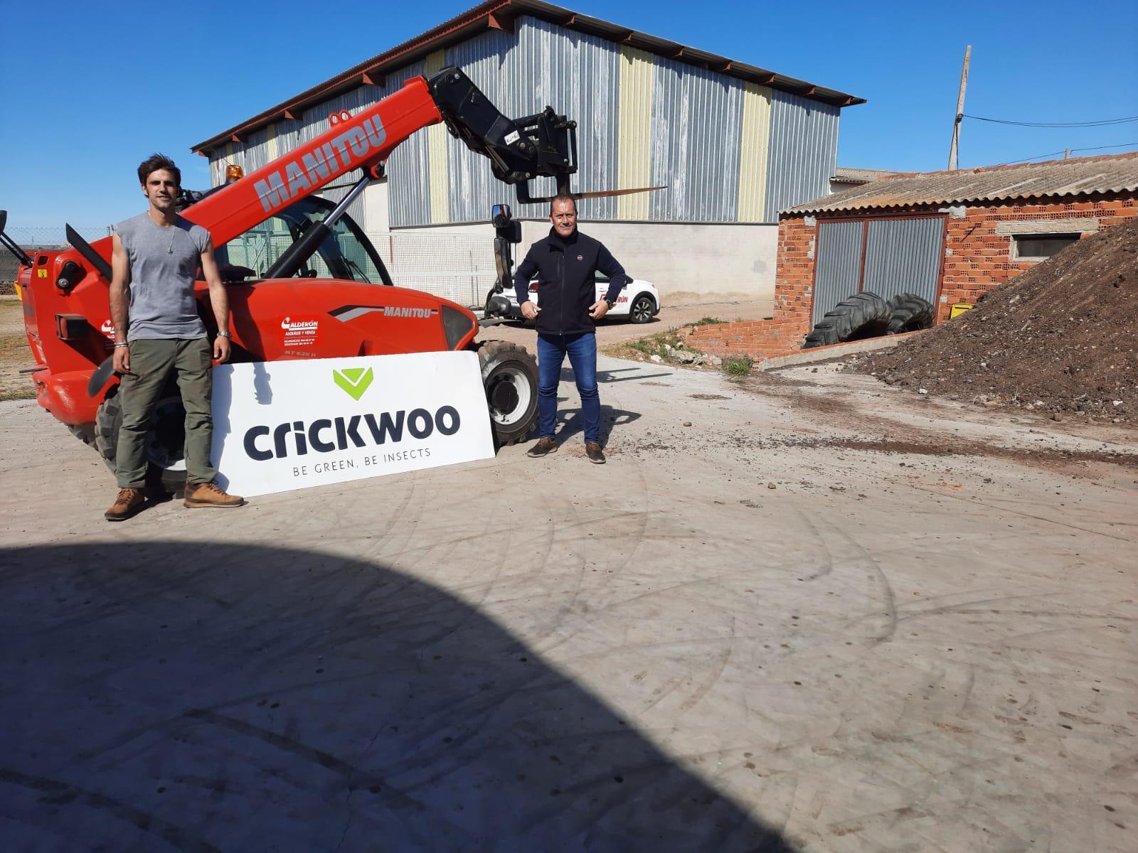 Nos estrenamos en nuevo tipo de negocio que use una telescópica Manitou... Crickwoo y su humus de lombriz!!